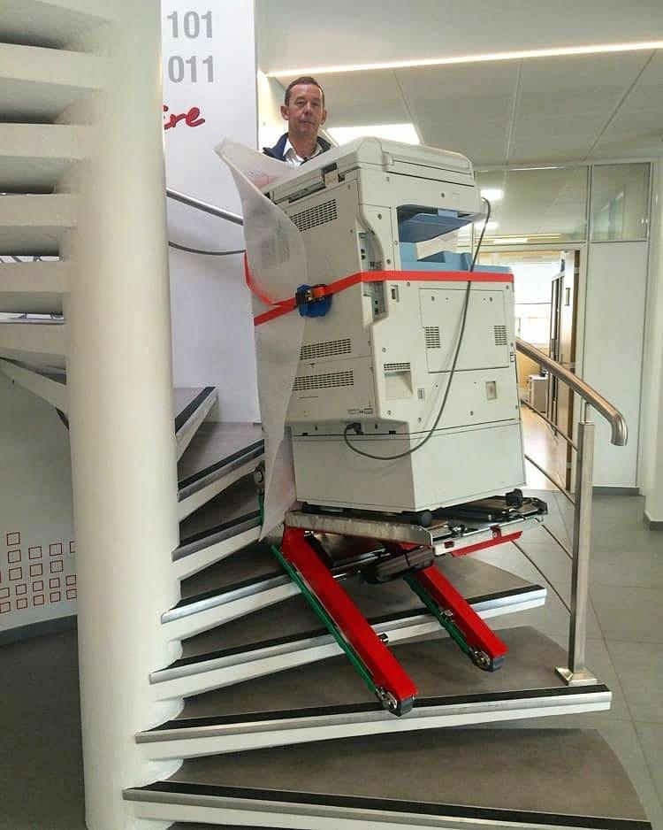 Transport d'un photocopieur par Domino Automatic