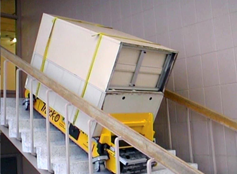 Le monte-escaliers alimenté par batterie Track-O a été spécifiquement développé avec des chenilles de caoutchouc